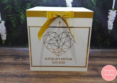 "Drewniane pudełko na koperty ""Złote serce"""