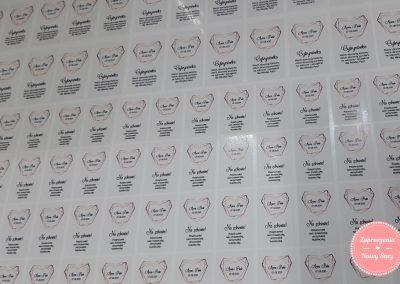 Naklejki na butelki na folii transparentnej